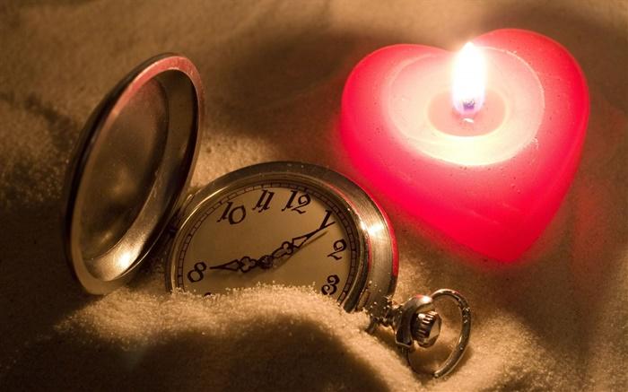 Love-heart-shaped-candles-pocket-watch_m.jpg